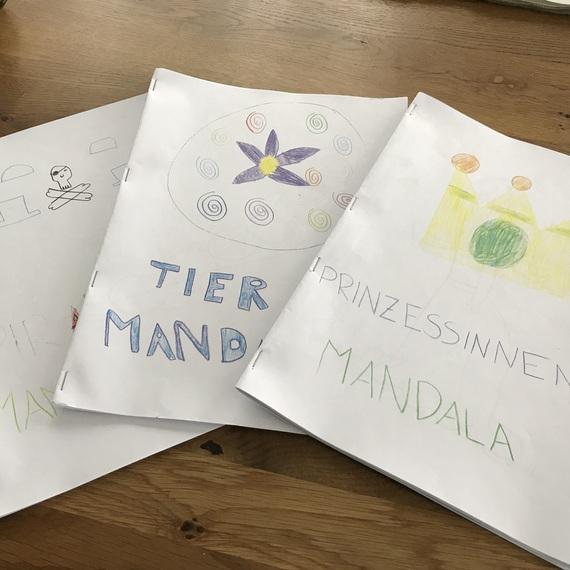 Selbergemachte Kindermalbücher